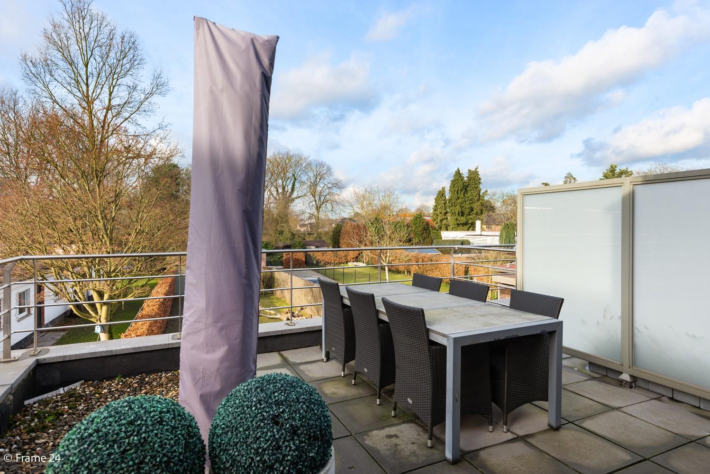 Prachtig duplex-dakappartement met twee terrassen en garagebox te Schilde! afbeelding 10