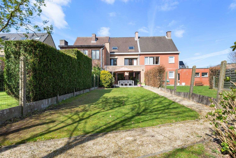 Zeer gunstig gelegen woning met 4 slaapkamers & tuin in Mortsel! afbeelding 9