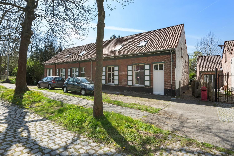 Instapklare half open woning met ruime tuin op toplocatie te Wijnegem! afbeelding 1