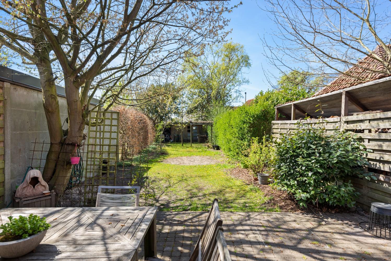 Instapklare half open woning met ruime tuin op toplocatie te Wijnegem! afbeelding 3