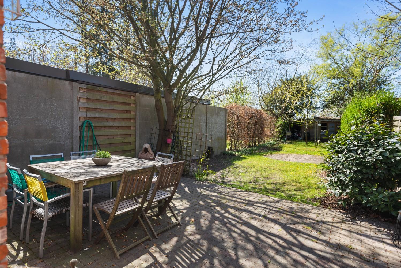 Instapklare half open woning met ruime tuin op toplocatie te Wijnegem! afbeelding 17