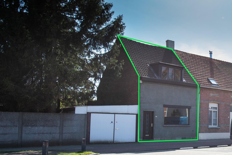 Te renoveren woning op een zeer centrale locatie te Wijnegem! afbeelding 1