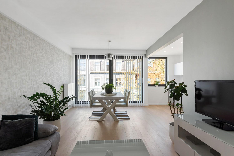 Stijlvol gerenoveerd appartement gelegen tussen het historisch centrum en 't Eilandje! afbeelding 2