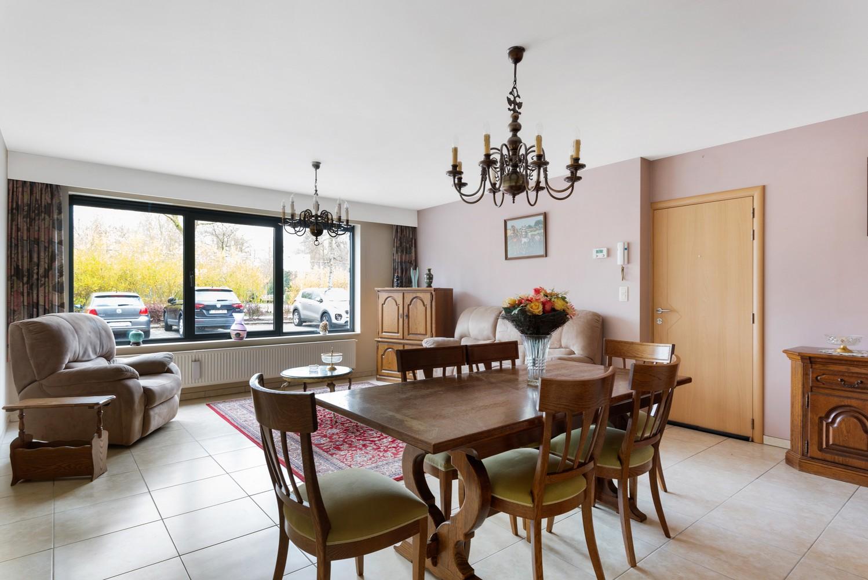 Gezellig, gelijkvloers appartement met tuin en terras in centrum Lint! afbeelding 3
