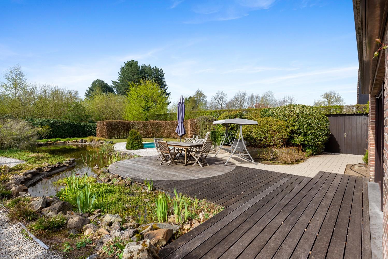 Verrassend ruime woning met idyllische tuin op een zeer gunstige locatie in Oelegem! afbeelding 15