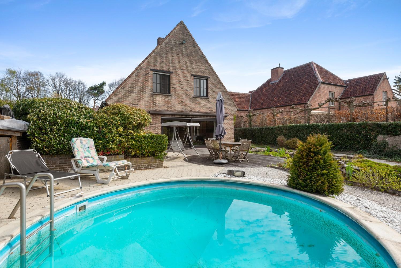 Verrassend ruime woning met idyllische tuin op een zeer gunstige locatie in Oelegem! afbeelding 16