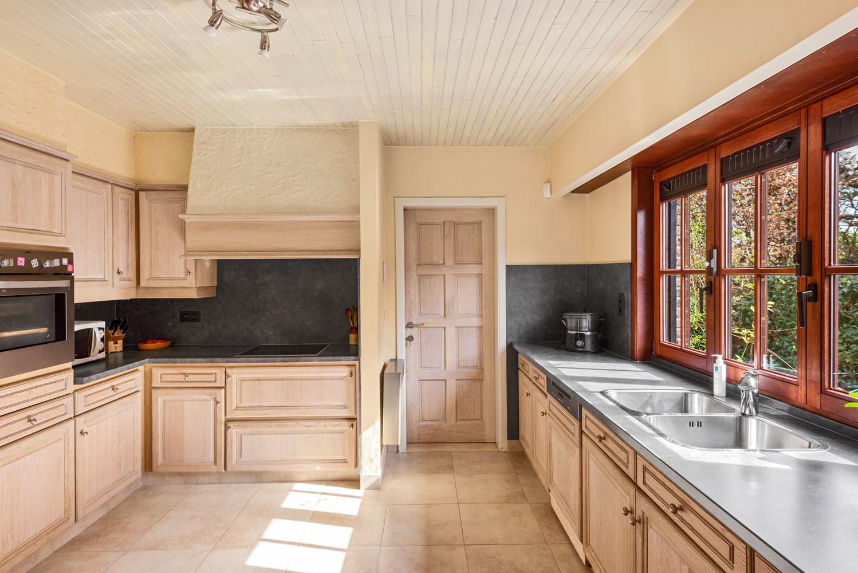 Verrassend ruime woning met idyllische tuin op een zeer gunstige locatie in Oelegem! afbeelding 14
