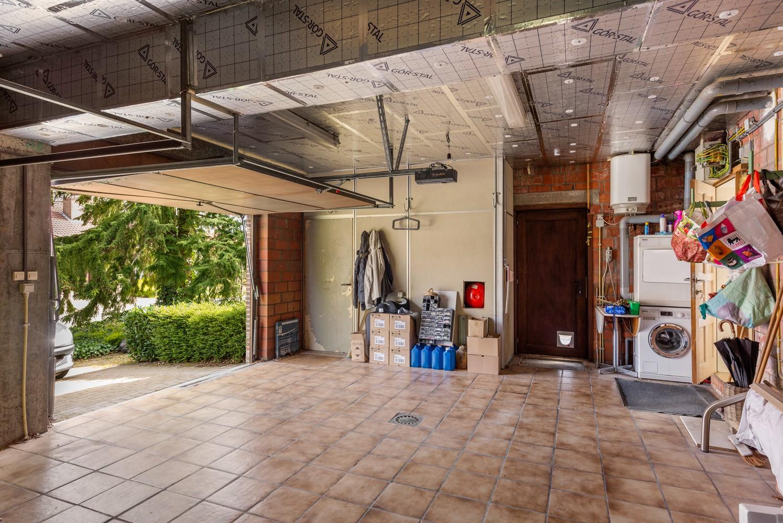 Verrassend ruime woning met idyllische tuin op een zeer gunstige locatie in Oelegem! afbeelding 30