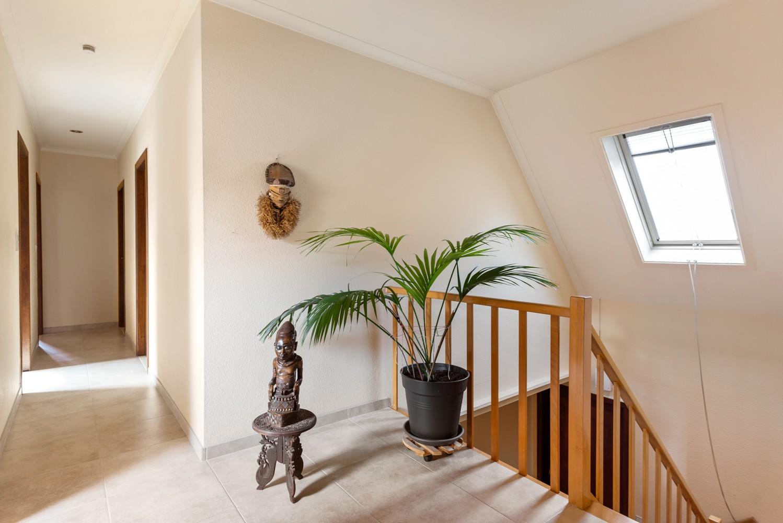 Verrassend ruime woning met idyllische tuin op een zeer gunstige locatie in Oelegem! afbeelding 19
