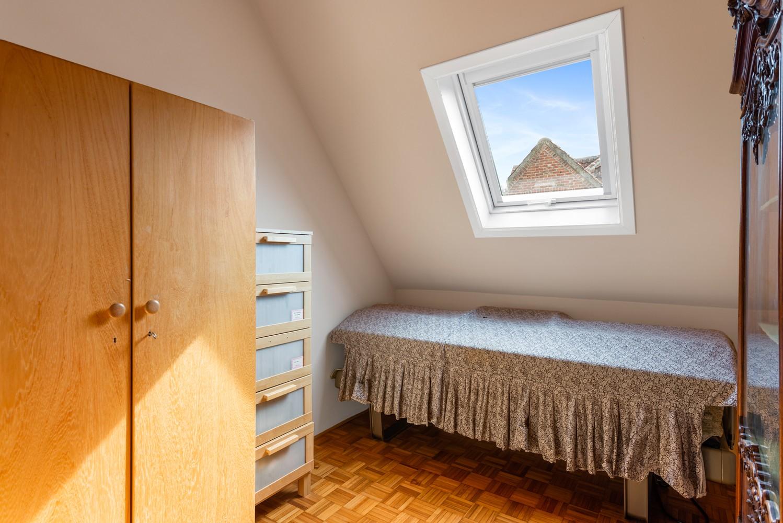 Verrassend ruime woning met idyllische tuin op een zeer gunstige locatie in Oelegem! afbeelding 29