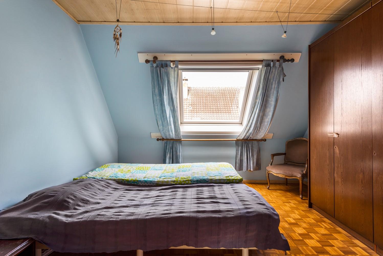 Verrassend ruime woning met idyllische tuin op een zeer gunstige locatie in Oelegem! afbeelding 21