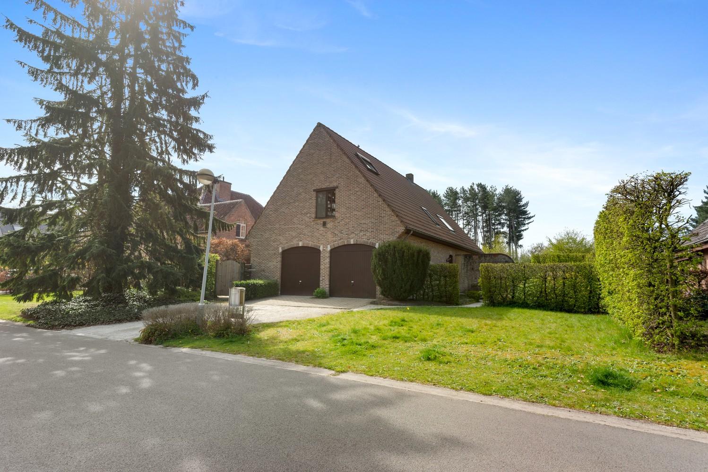 Verrassend ruime woning met idyllische tuin op een zeer gunstige locatie in Oelegem! afbeelding 31