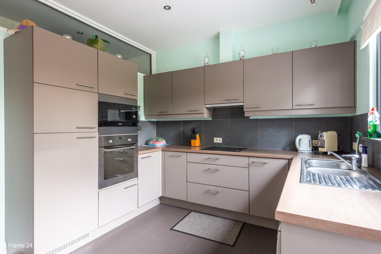 Zeer ruim en instapklaar gelijkvloers appartement met tuin en garage te Wijnegem! afbeelding 11