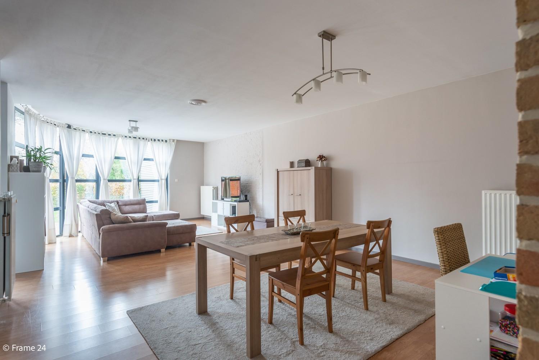 Zeer ruim en instapklaar gelijkvloers appartement met tuin en garage te Wijnegem! afbeelding 4