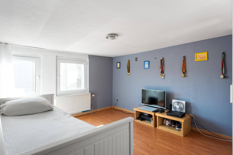 Op te frissen eengezinswoning met drie slaapkamers en buitenruimte te Deurne. afbeelding 16
