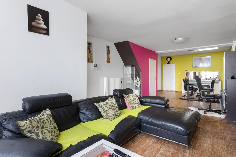 Op te frissen eengezinswoning met drie slaapkamers en buitenruimte te Deurne. afbeelding 2