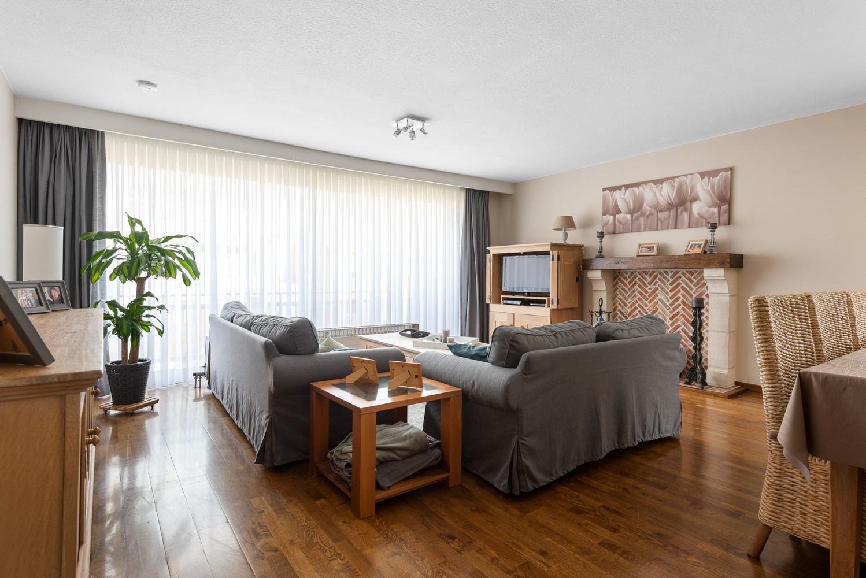 Verzorgd en ruim appartement met drie slaapkamers en terras te Wijnegem! afbeelding 2