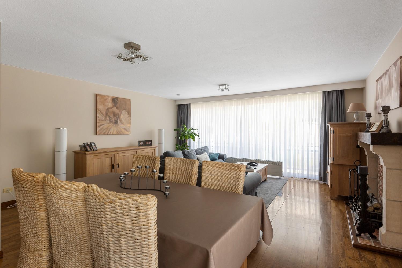 Verzorgd en ruim appartement met drie slaapkamers en terras te Wijnegem! afbeelding 3