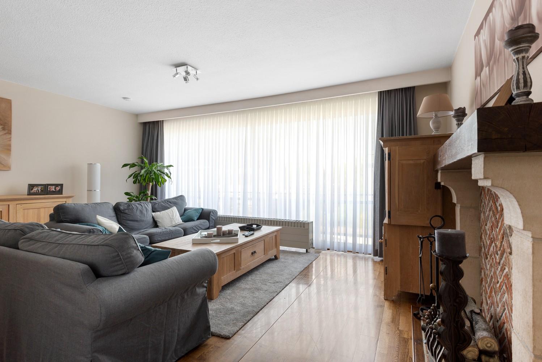 Verzorgd en ruim appartement met drie slaapkamers en terras te Wijnegem! afbeelding 4
