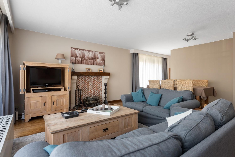 Verzorgd en ruim appartement met drie slaapkamers en terras te Wijnegem! afbeelding 5