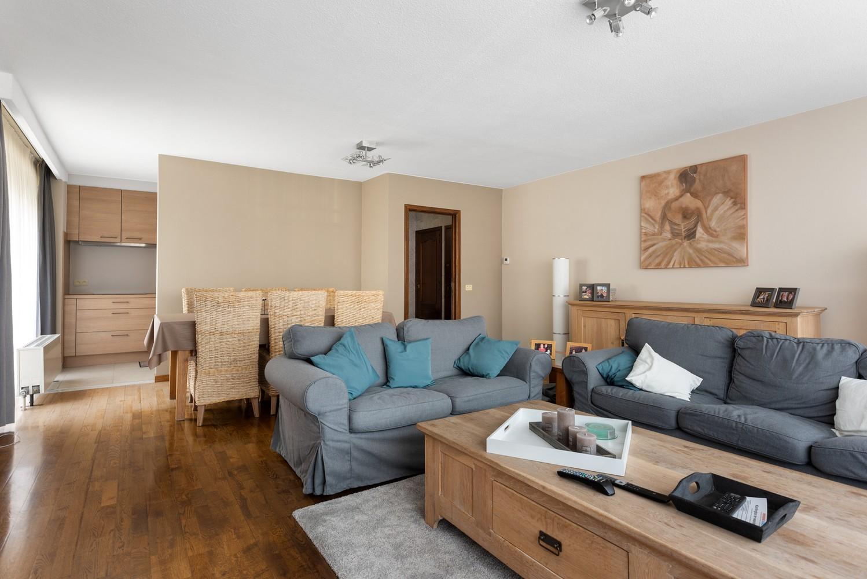 Verzorgd en ruim appartement met drie slaapkamers en terras te Wijnegem! afbeelding 6