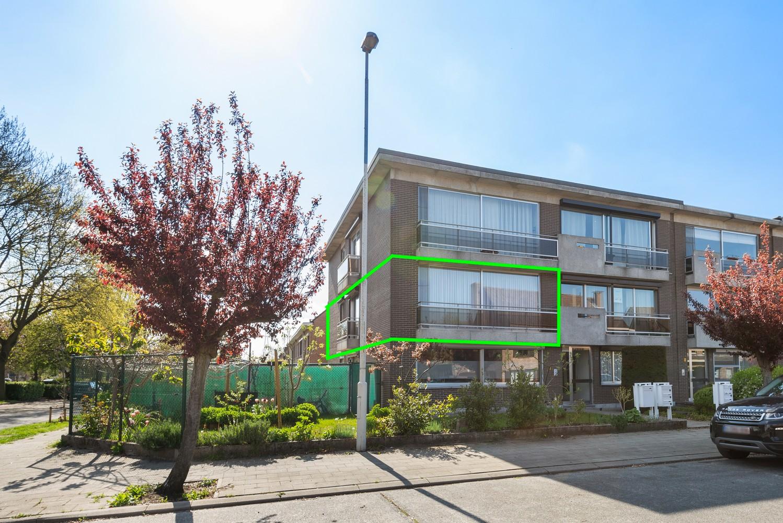 Verzorgd en ruim appartement met drie slaapkamers en terras te Wijnegem! afbeelding 1