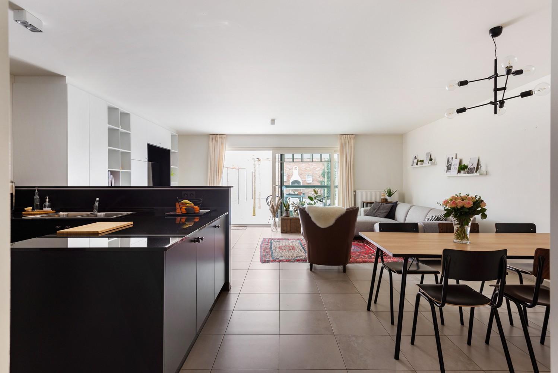 Recent, gelijkvloers appartement met 2 slaapkamers, ruime tuin, garagebox & berging! afbeelding 1