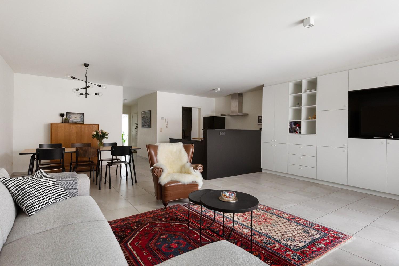 Recent, gelijkvloers appartement met 2 slaapkamers, ruime tuin, garagebox & berging! afbeelding 2