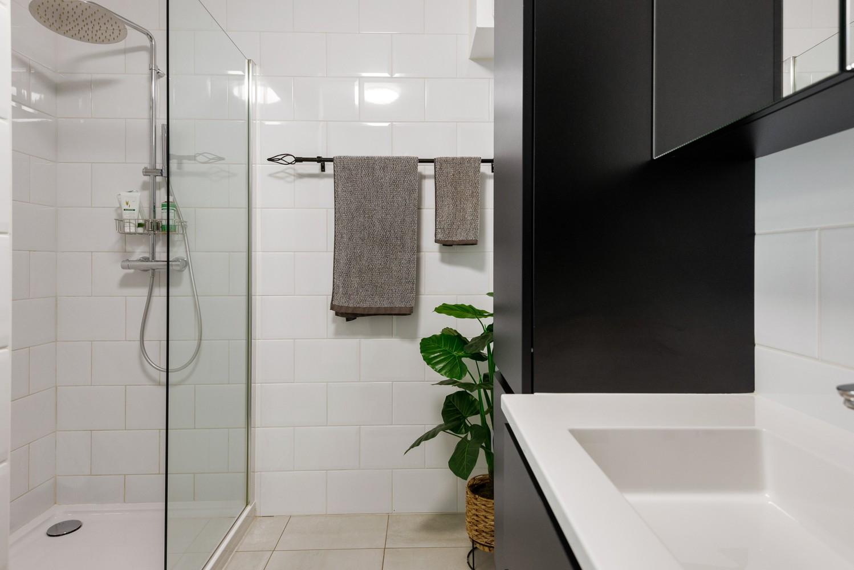 Recent, gelijkvloers appartement met 2 slaapkamers, ruime tuin, garagebox & berging! afbeelding 9