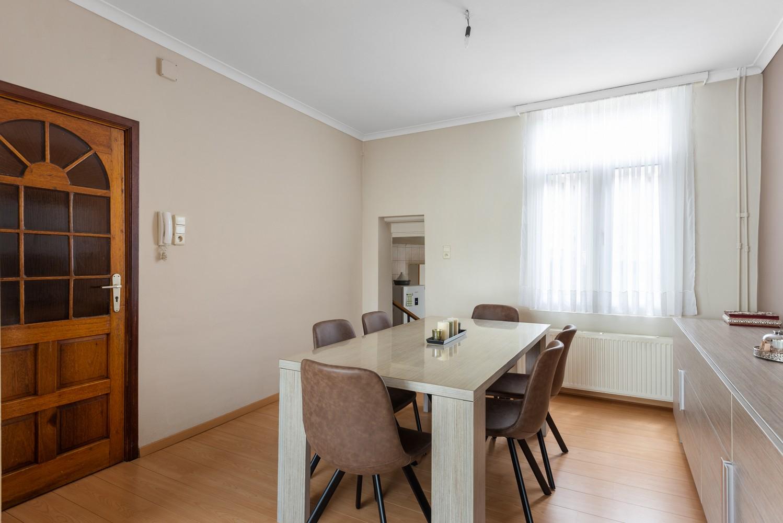 Ruime bel-étage met 5 slaapkamers & garage in Borgerhout! afbeelding 7