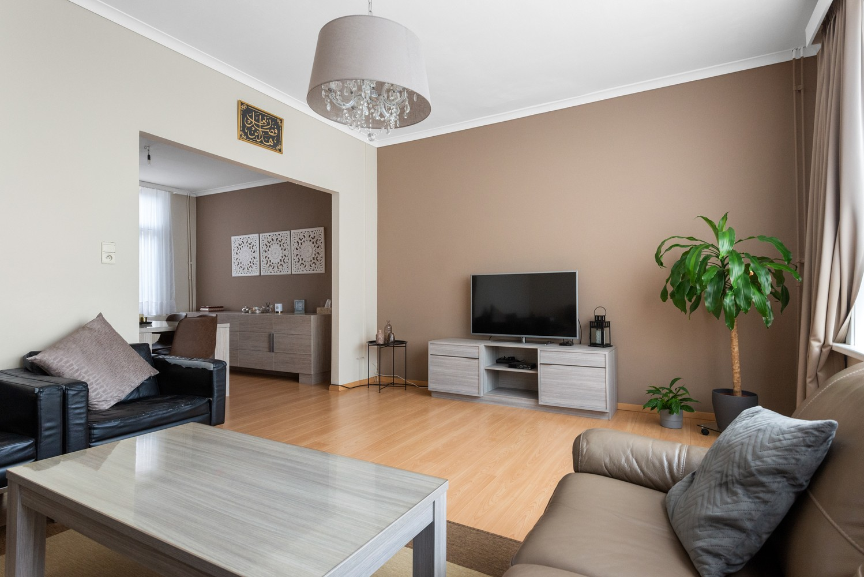 Ruime bel-étage met 5 slaapkamers & garage in Borgerhout! afbeelding 2