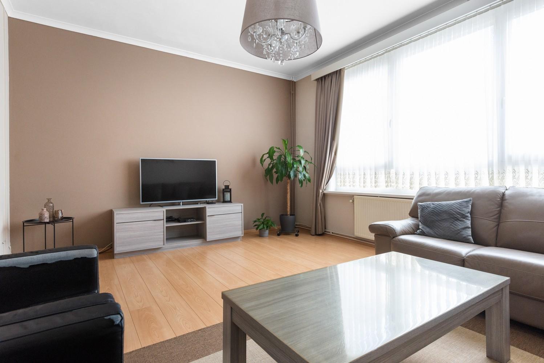 Ruime bel-étage met 5 slaapkamers & garage in Borgerhout! afbeelding 3