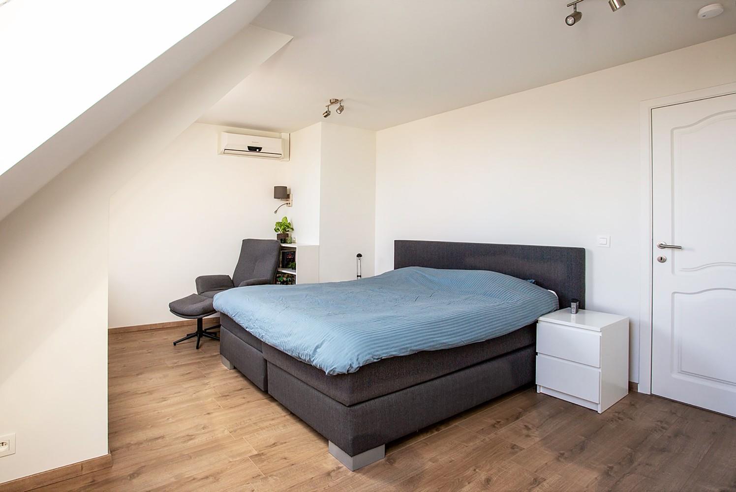 Verrassend ruim, lichtrijk appartement met 3 slaapkamers in hartje Broechem! afbeelding 9