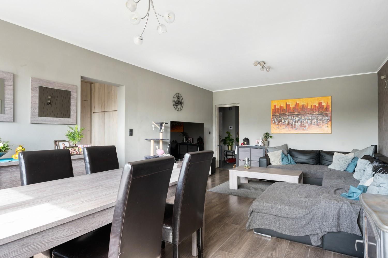 Ruim appartement met drie slaapkamers en terras op centrale locatie in Deurne! afbeelding 2