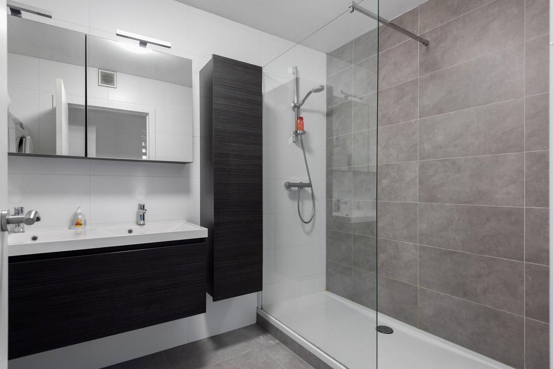 Recent, ruim duplex appartement met 3 slaapkamers en zonnig terras! afbeelding 12