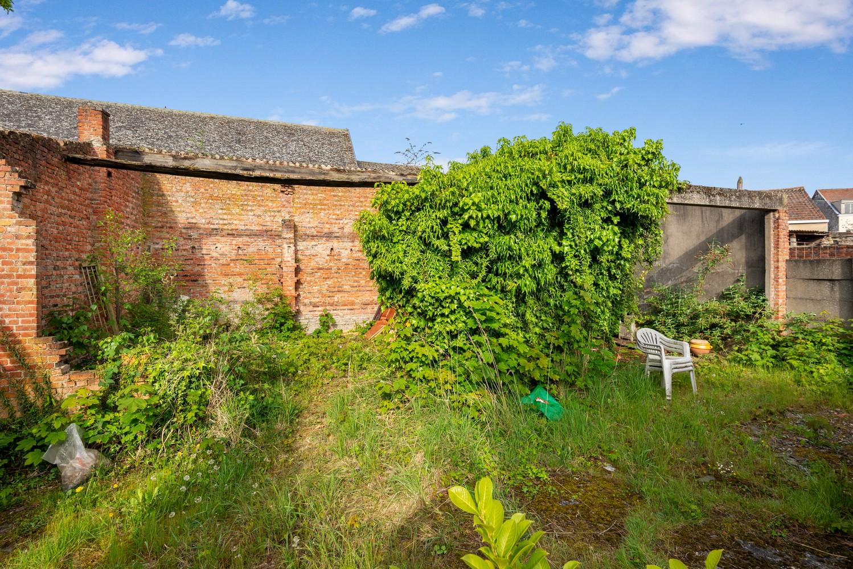 Riante, te renoveren dokterswoning met 6 à 7 slaapkamers en ruime tuin te Hemiksem! afbeelding 30