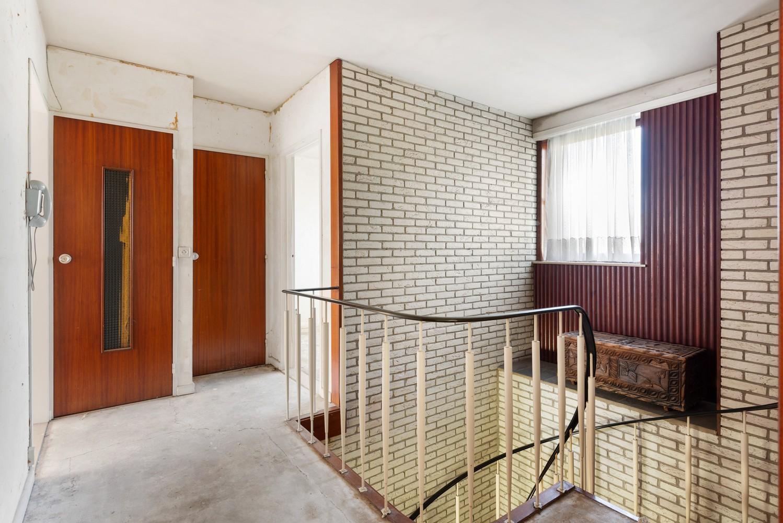 Riante, te renoveren dokterswoning met 6 à 7 slaapkamers en ruime tuin te Hemiksem! afbeelding 17