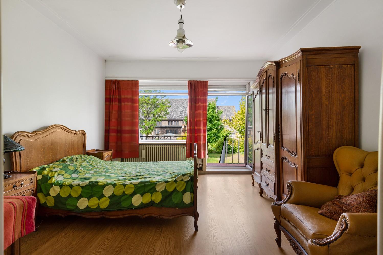 Riante, te renoveren dokterswoning met 6 à 7 slaapkamers en ruime tuin te Hemiksem! afbeelding 14
