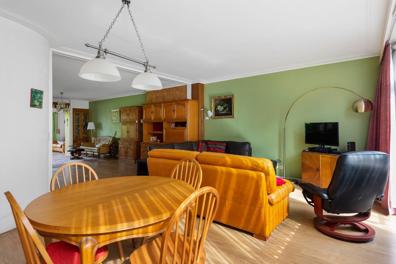 Riante, te renoveren dokterswoning met 6 à 7 slaapkamers en ruime tuin te Hemiksem! afbeelding 4