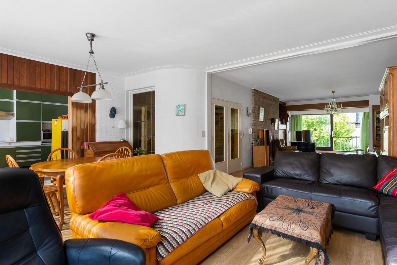 Riante, te renoveren dokterswoning met 6 à 7 slaapkamers en ruime tuin te Hemiksem! afbeelding 5