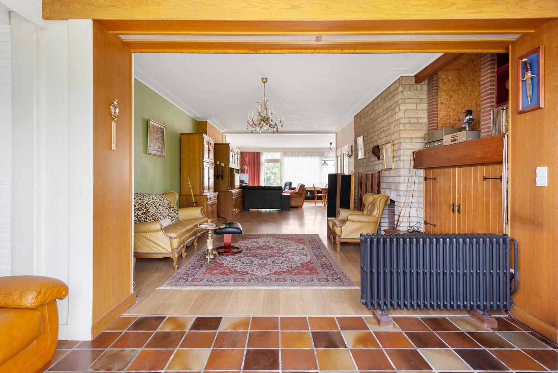Riante, te renoveren dokterswoning met 6 à 7 slaapkamers en ruime tuin te Hemiksem! afbeelding 9