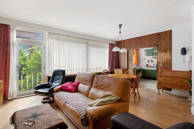 Riante, te renoveren dokterswoning met 6 à 7 slaapkamers en ruime tuin te Hemiksem! afbeelding 2