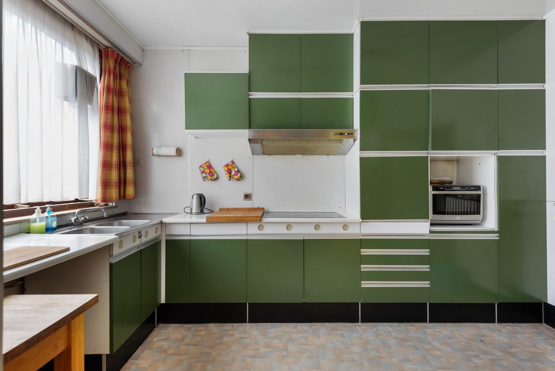 Riante, te renoveren dokterswoning met 6 à 7 slaapkamers en ruime tuin te Hemiksem! afbeelding 11