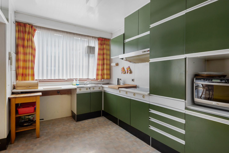 Riante, te renoveren dokterswoning met 6 à 7 slaapkamers en ruime tuin te Hemiksem! afbeelding 12