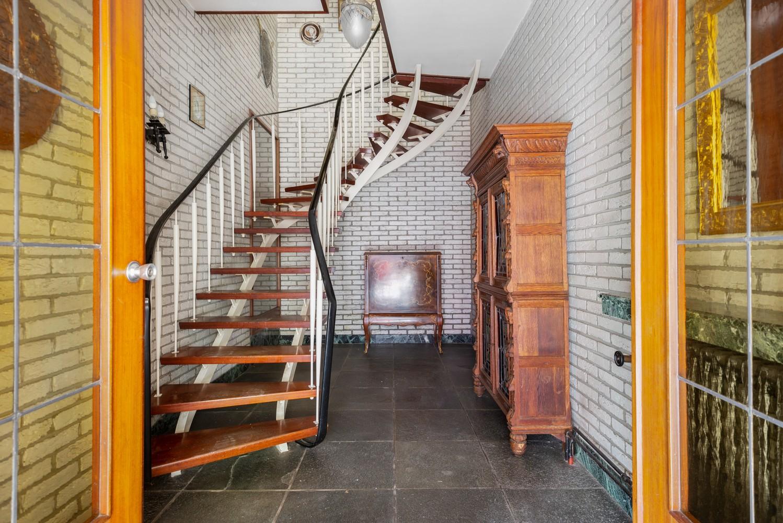 Riante, te renoveren dokterswoning met 6 à 7 slaapkamers en ruime tuin te Hemiksem! afbeelding 3