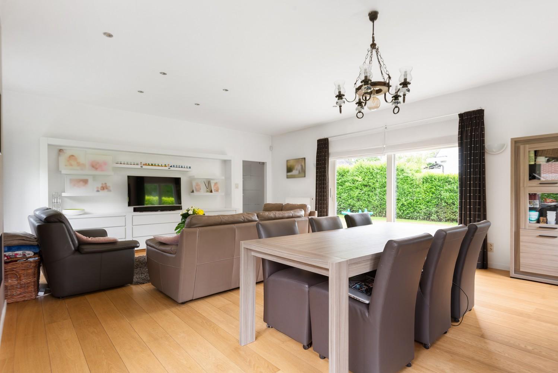 Gunstig gelegen, charmante villa op een mooi perceel van 810m² afbeelding 3