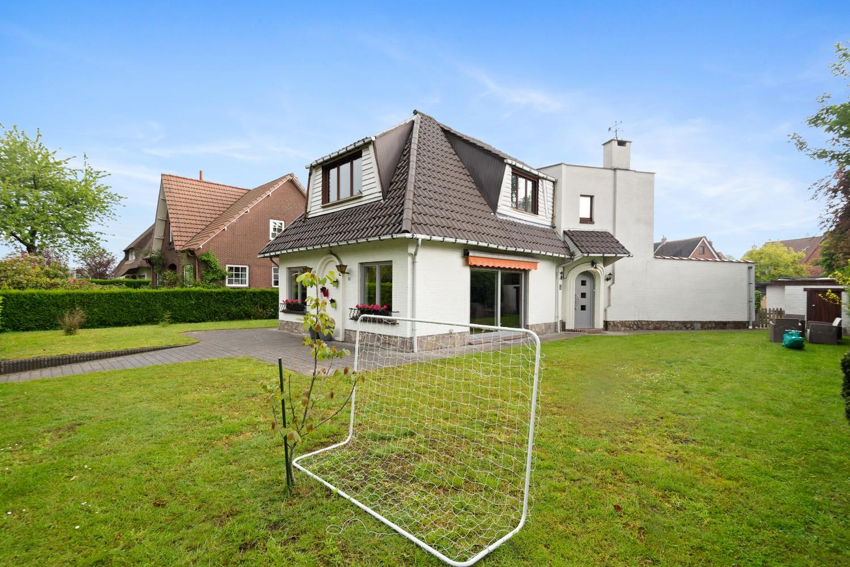 Gunstig gelegen, charmante villa op een mooi perceel van 810m² afbeelding 2