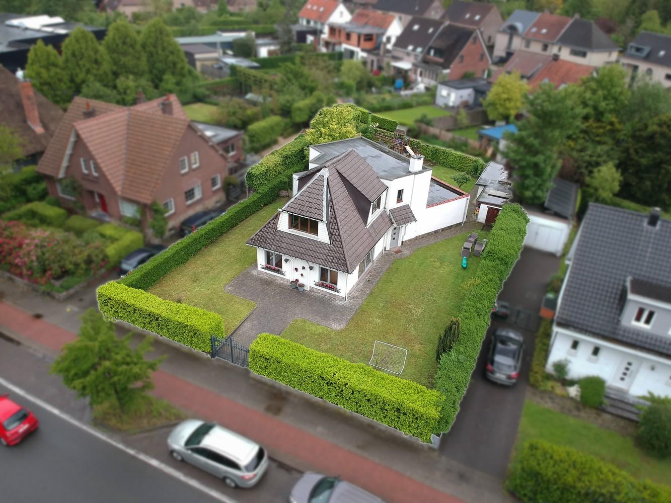 Gunstig gelegen, charmante villa op een mooi perceel van 810m² afbeelding 1