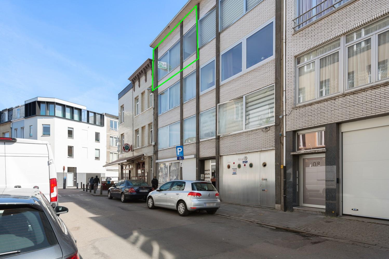 Te renoveren appartement met één slaapkamer te Antwerpen! afbeelding 1