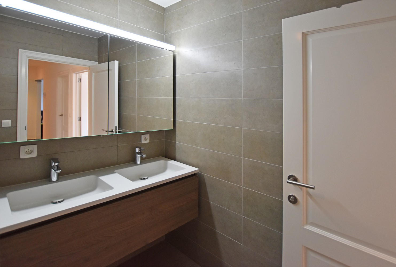 Luxueus appartement op de eerste verdieping op een rustige centrumlocatie te 's Gravenwezel. afbeelding 7